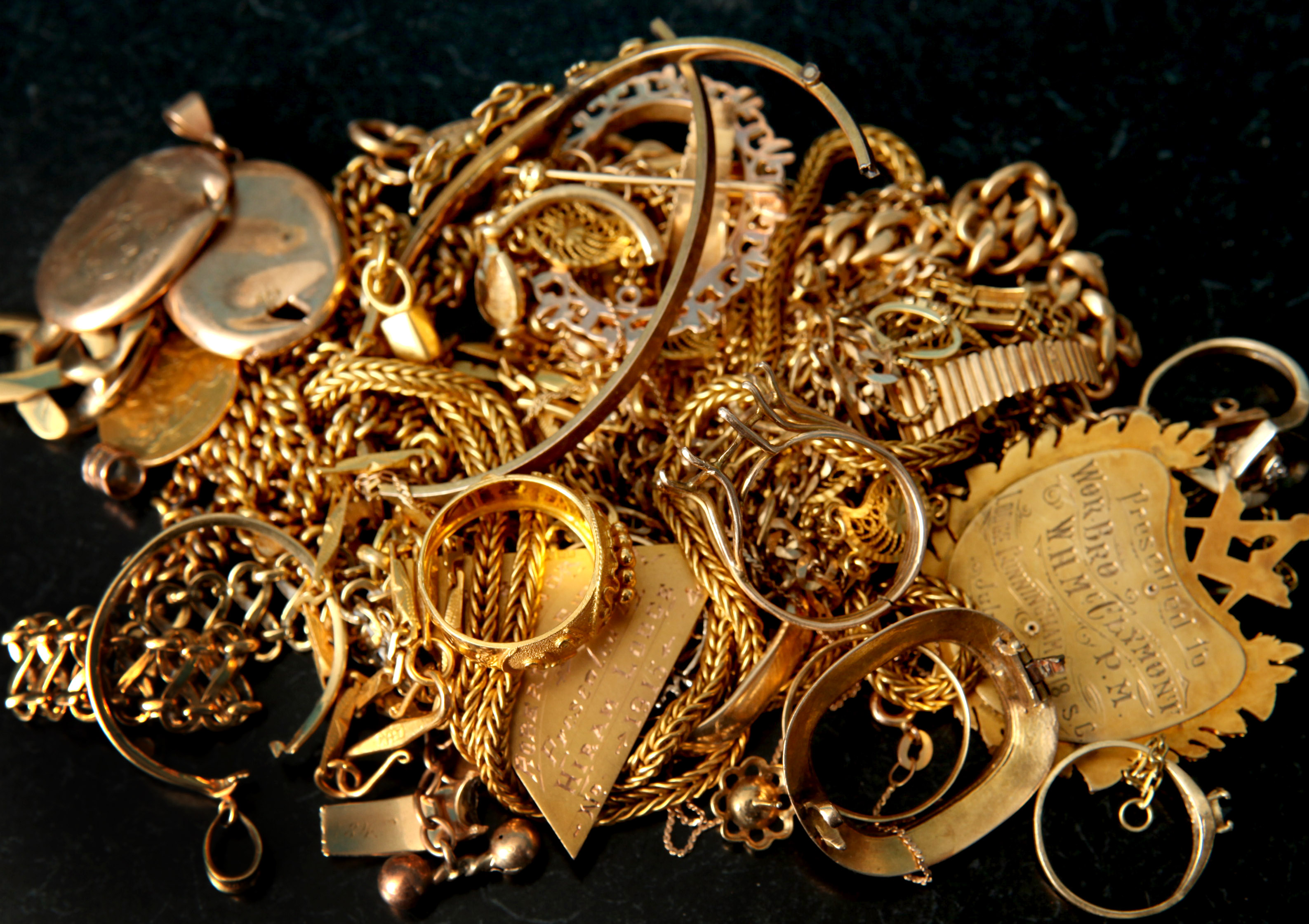 How to Calculate the Value of Scrap Gold